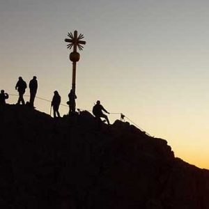 climb christian 4 Vital Lessons That Holy Week Teaches Us About Being A Christian Today