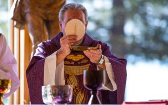 "Why are Catholics So ""Exclusive"" About Holy Communion?! 13 Ways to Approach This Sensitive Subject"