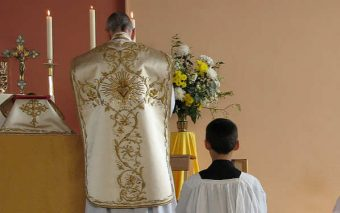 4 Reasons to Support Ad Orientem (the priest facing East during the Liturgy)
