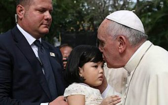 Pope Francis' Suggestion for Bedtime Prayer Is Perfect for Children (And Adults!)