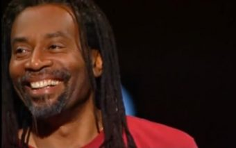 That Time Bobby McFerrin Got an Audience to Spontaneously Harmonize the Bach / Gounod Ave Maria