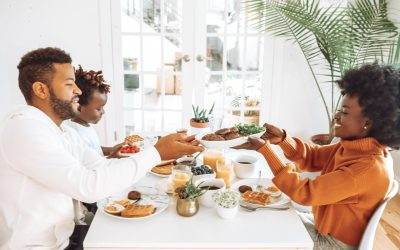 7 Things Your Child Learns When Your Family Eats Dinner Together