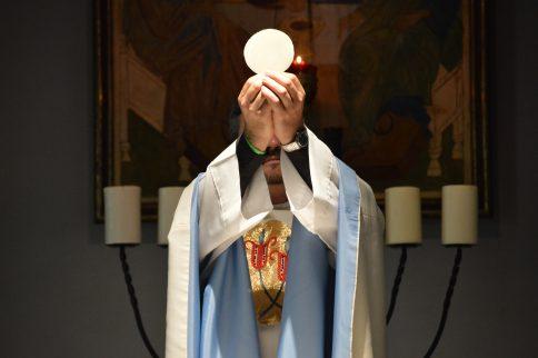 The Modern Liturgical Battle Brewing Among Catholics