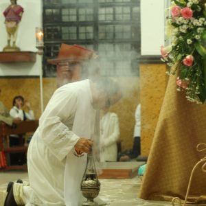 genuflect or bow why Catholics do this at Mass