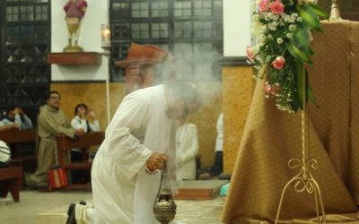 Genuflect Or Bow? When, Where, And Why This Is Part Of The Catholic Faith!