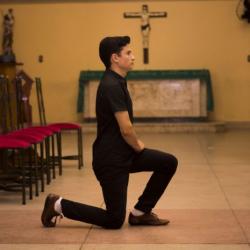 Bowing vs. Genuflecting